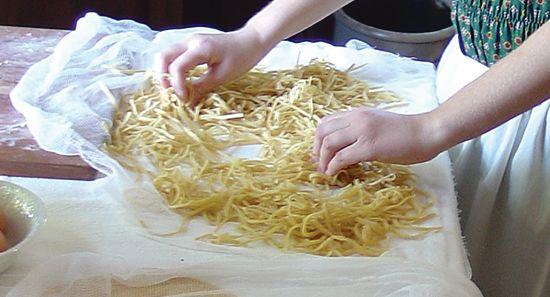 05_FLF_12b_noodle_making 550x297