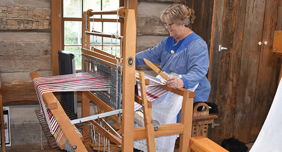 weaver-at-loom-weaving-class
