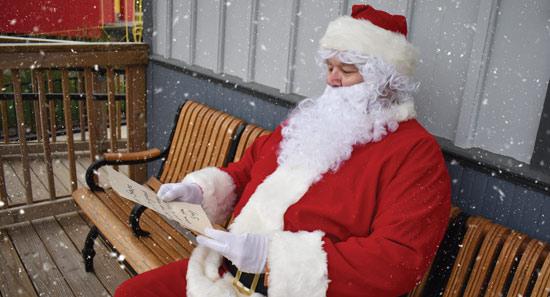 Santa-reading-letter-at-Depot2