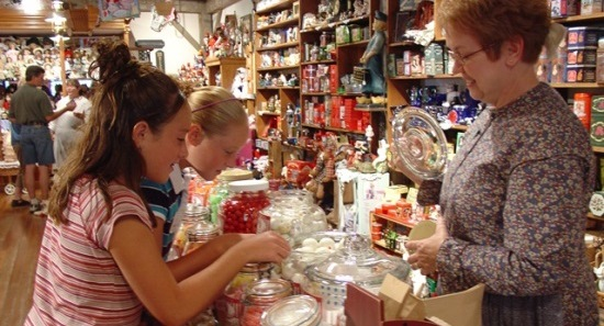 Kids Shopping Event Laubers General Store