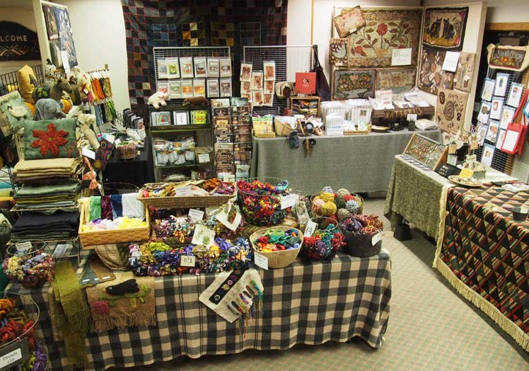 nola-heidbreder-rug-hooking-shop-at-rug-show
