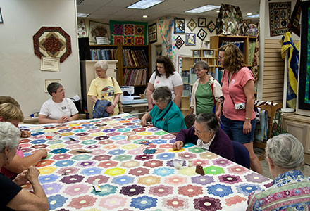 Quilting Demonstration Threads Of Tradition Quilt Shop